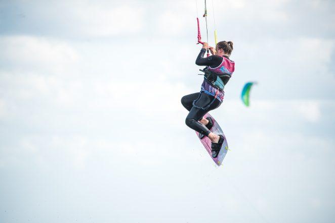 nauka kitesurfingu w licencjonowanej szkole