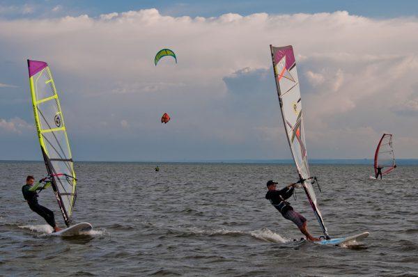 Szkolenie windsurfingowe z wypożyczeniem sprzętu windsurfingowego w cenie