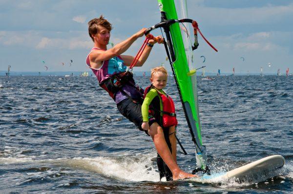 Szkoła windsurfingu w Jastarni, kursy grupowe i zajęcia indywidualne, obozy windsurfingowe