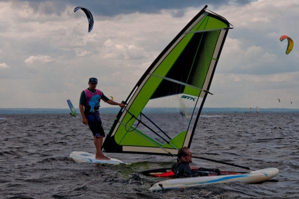 nauka i szkolenie pływania na windsurfingu w Jastarnia